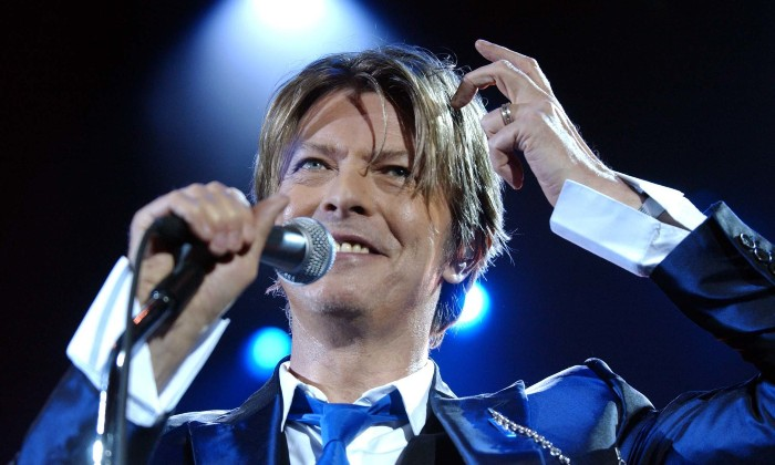 https://admin.contactmusic.com/images/home/images/content/david-bowie-hammersmith-apollo-2002-myung-jung-kim-pa-1632183.jpg