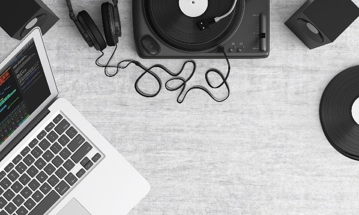 Pixabay stock image of turntable, laptop and headphones