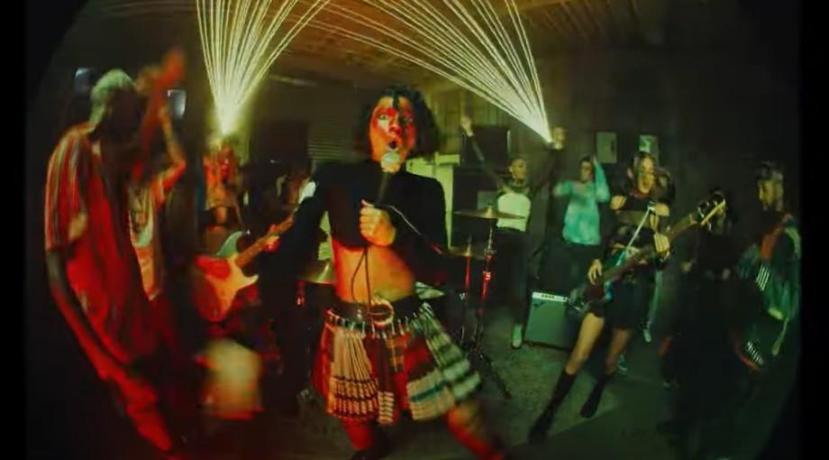 WILLOW - t r a n s p a r e n t s o u l ft. Travis Barker Video Video