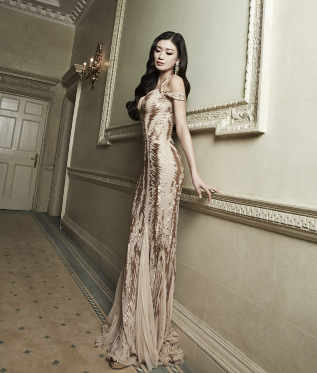 Rebecca Wang Featured in Exclusive Interview in the Recent Edition of Hollywood Weekly