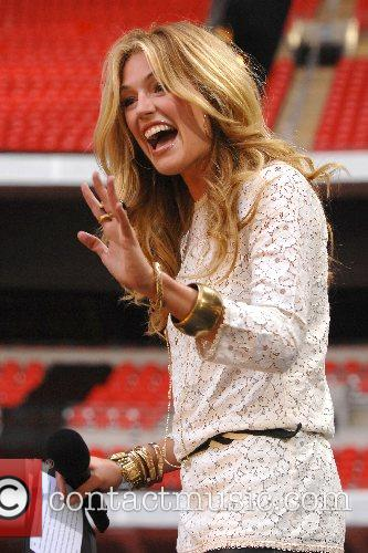 Cat Deeley 8