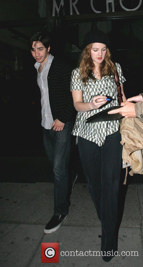 Justin Long and Drew Barrymore 4