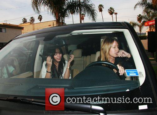 Vanessa Hudgens and Ashley Tisdale 7