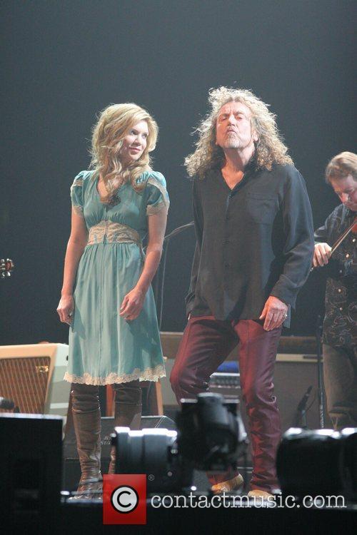 Alison Krauss and Robert Plant 7