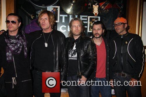Ian Astbury, Billy Duffy, John Tempesta, Mike Dimkitch and Chris Wyse 7