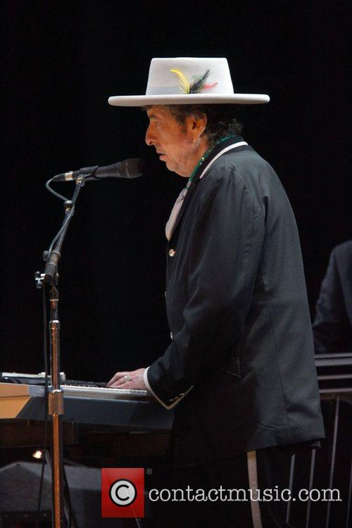 Bob Dylan and Optimus Alive 3