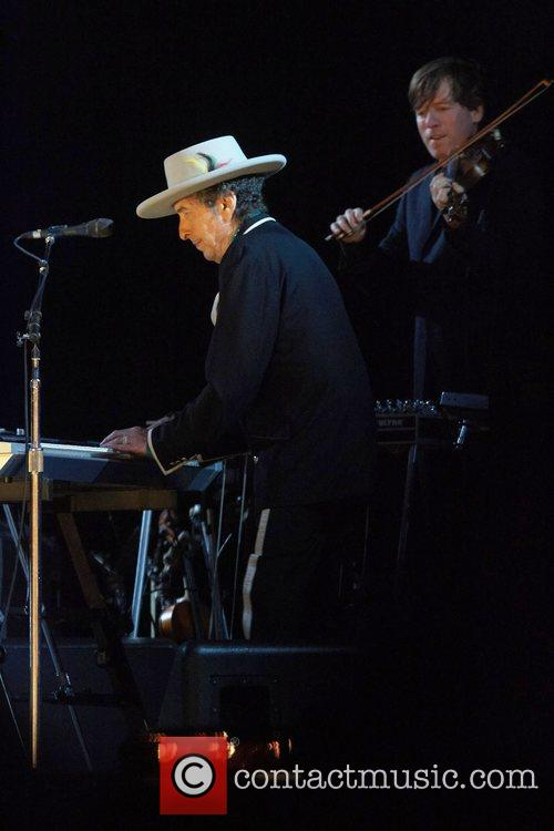 Bob Dylan and Optimus Alive 5