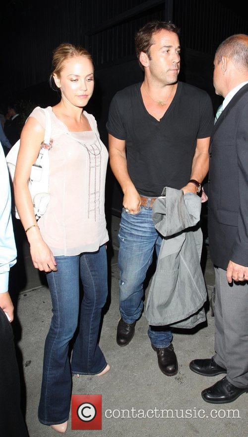 Jeremy Piven and His Girlfriend Get Into A Heated Argument With A Security Gaurd About Getting Into Stk Restaurant 1