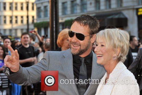Russell Crowe and Helen Mirren 9