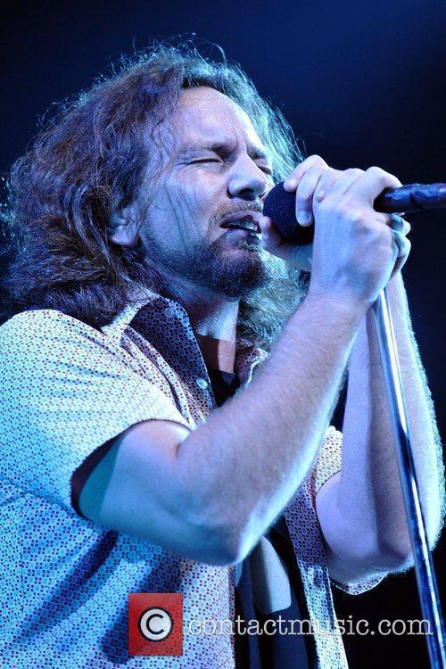 Pearl Jam, Eddie Vedder, Jack Johnson and Sean Penn 1