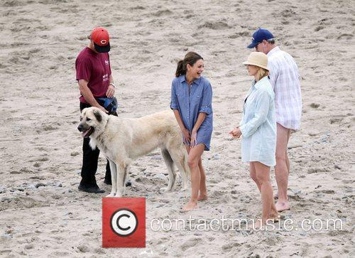 Mila Kunis, Jenna Elfman and Richard Jenkins 6