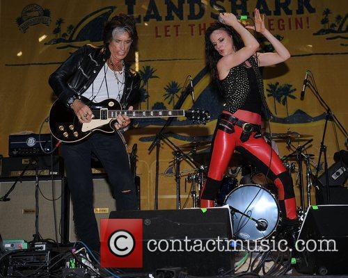 Joe Perry and Juliette Lewis