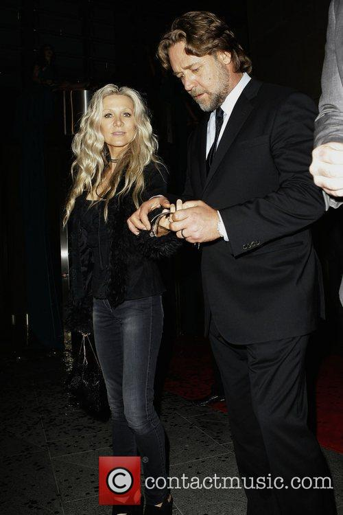 Russell Crowe and Danielle Spencer 3
