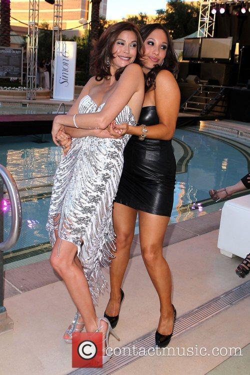 Teri Hatcher and Cheryl Burke
