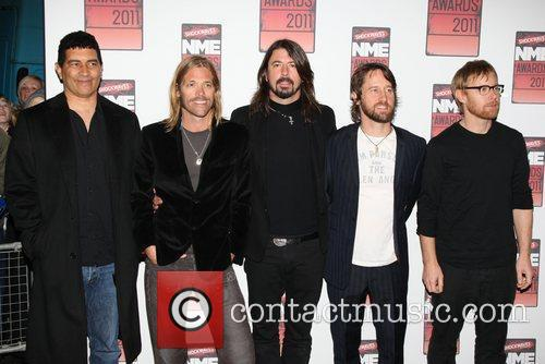 Foo Fighters Release Surprise Free Ep Dedicated To Paris Victims