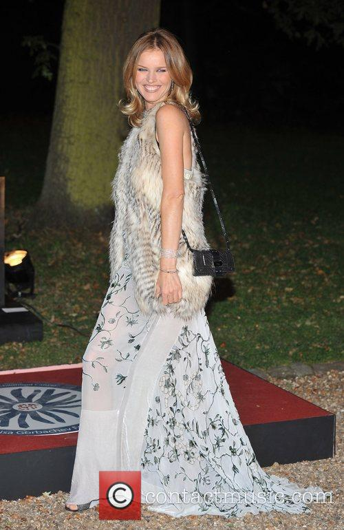Eva Herzigova and Hampton Court Palace 4