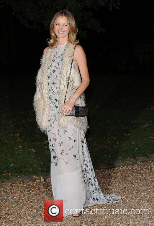 Eva Herzigova and Hampton Court Palace 9