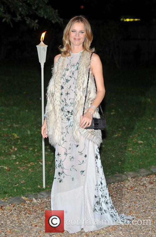 Eva Herzigova and Hampton Court Palace 1