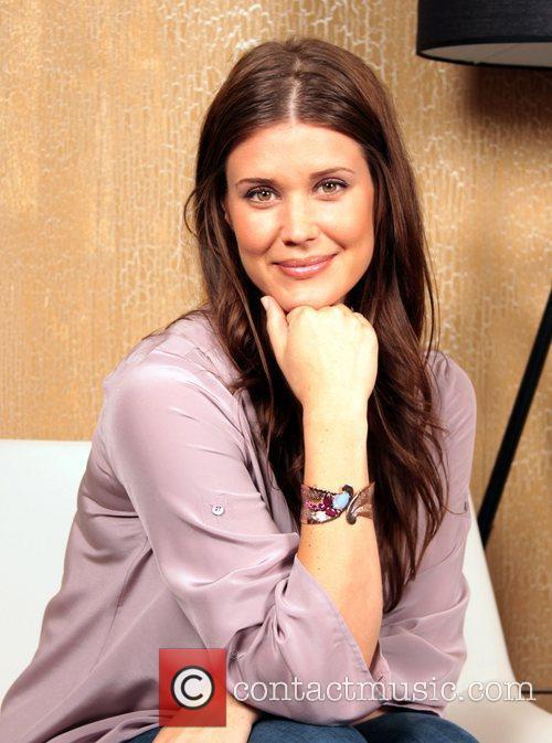 Sarah Lancaster 6