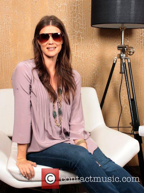 Sarah Lancaster 8