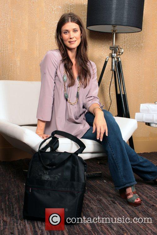 Sarah Lancaster 4