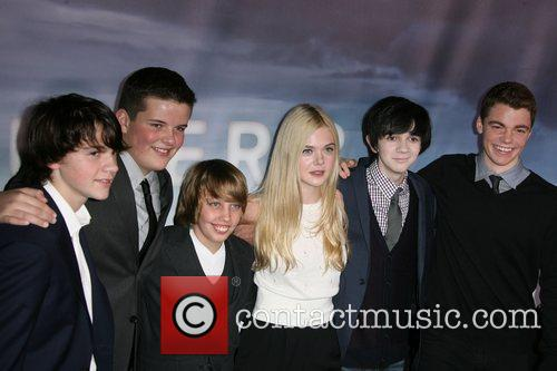 Joel Courtney, Elle Fanning, Gabriel Basso, Riley Griffiths, Ryan Lee and Zach Mills 2