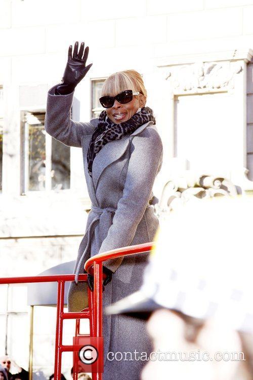 Mary J Blige, Debi Mazar and Macy's 5