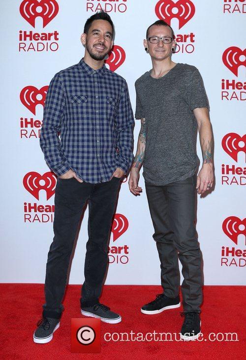 Mike Shinoda and Chester Bennington 1