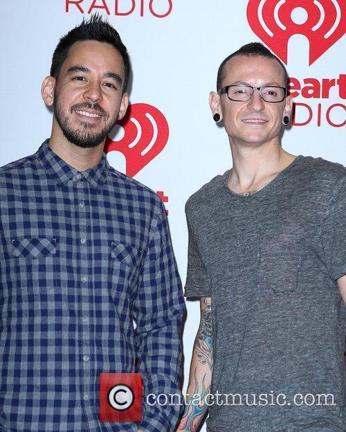 Mike Shinoda and Chester Bennington 2
