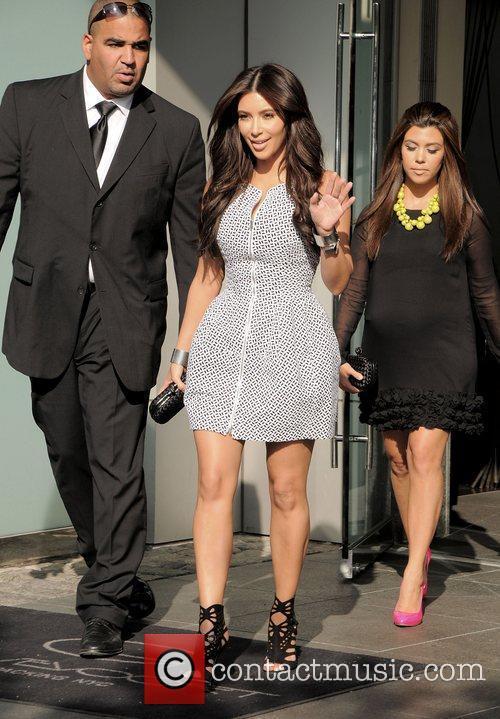 Kim Kardashian, Clutch, Jimmy Choo, Kourtney Kardashian and Bottega Veneta 3