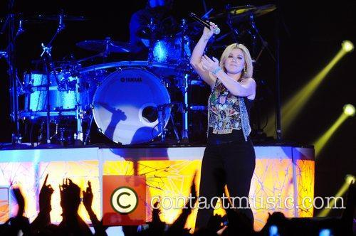 Kelly Clarkson and Wembley Arena 4