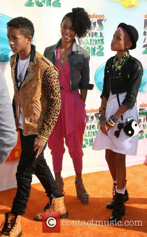 Jada Pinkett-smith, Jaden Smith and Willow Smith 3
