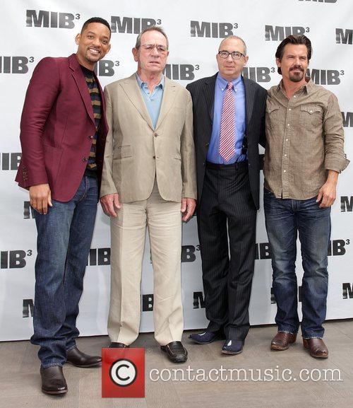 Will Smith, Barry Sonnenfeld, Josh Brolin and Tommy Lee Jones 5