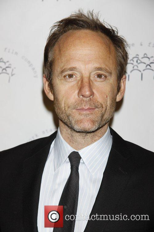 John Benjamin Hickey and Carol Kane