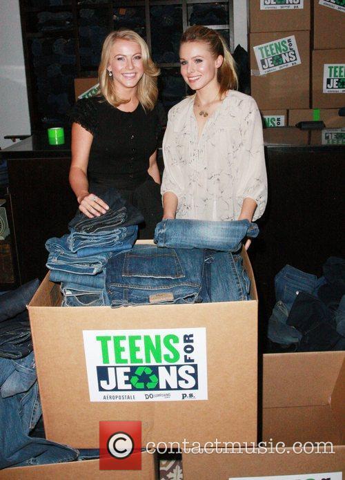 Julianne Hough and Kristen Bell 3
