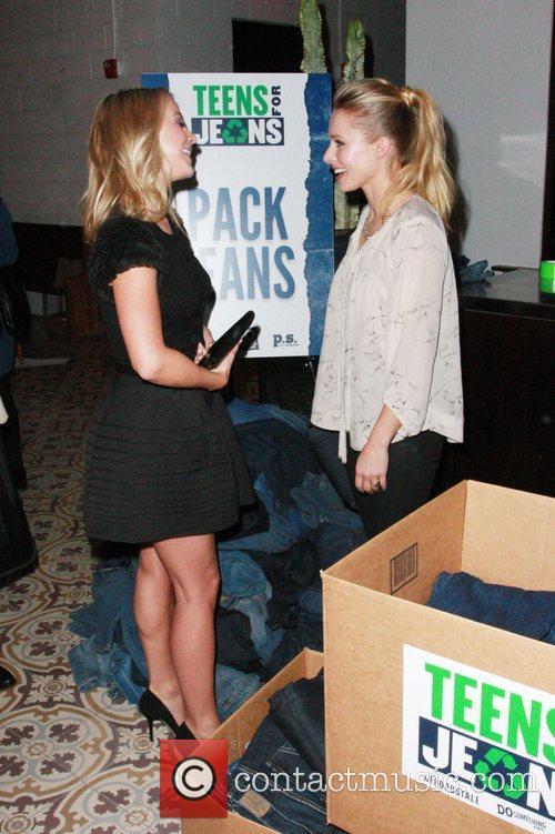Julianne Hough and Kristen Bell 7