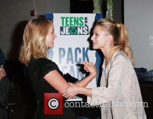 Julianne Hough and Kristen Bell 4