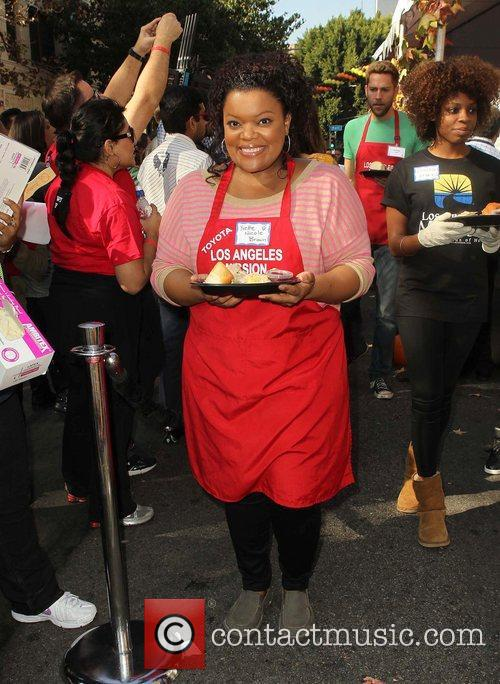 Yvette Nicole Brown and Los Angeles Mission 1
