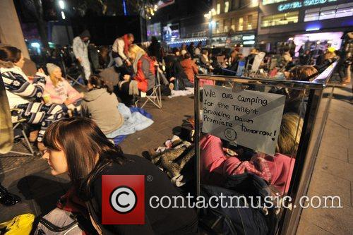 Hundreds, Central London's Leicester Square, Saturday, November, Twilight, Breaking Dawn, European and Wednesday 6