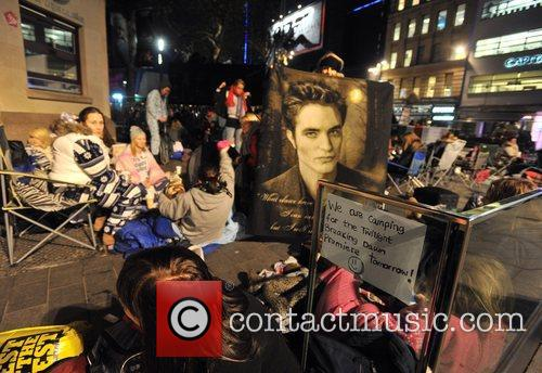 Hundreds, Central London's Leicester Square, Saturday, November, Twilight, Breaking Dawn, European and Wednesday 10