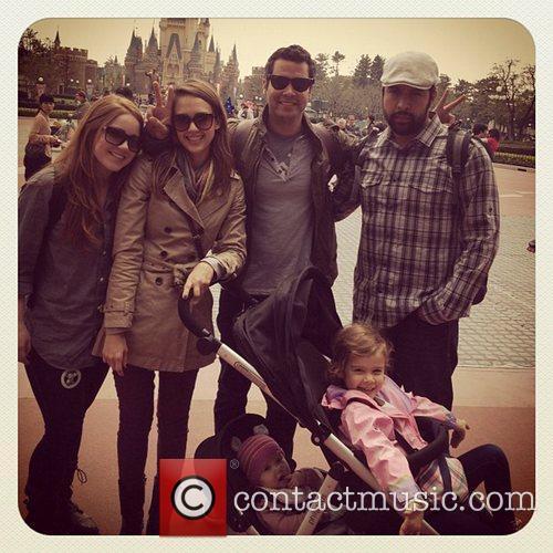 Jessica Alba and Disneyland 1