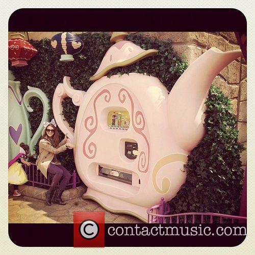 Jessica Alba and Disneyland 3