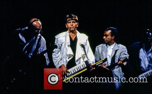 Tony Levin, Peter Gabriel and Le Super Etoile De Dakar