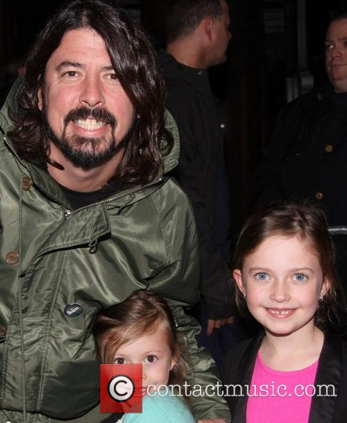 Dave Grohl, Harper Grohl and Violet Grohl 5