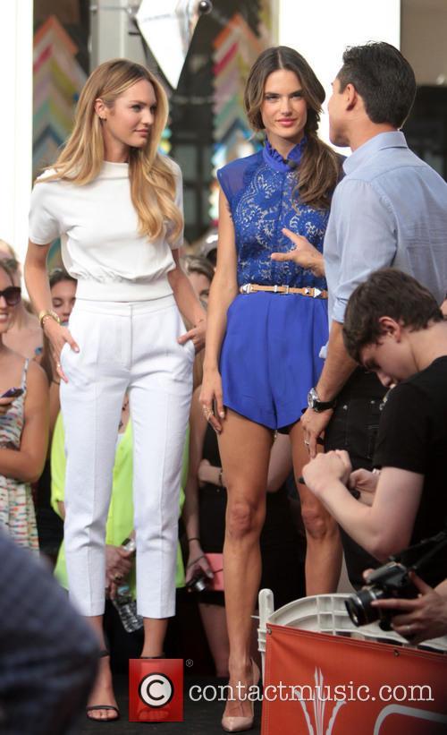 Candice Swanepoel, Alessandra Ambrosio and Mario Lopez 6