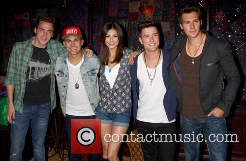 Carlos Roberto Pena Jr., James Maslow, Logan Henderson, Kendall Schmidt, Big Time Rush and Victoria Justice 6