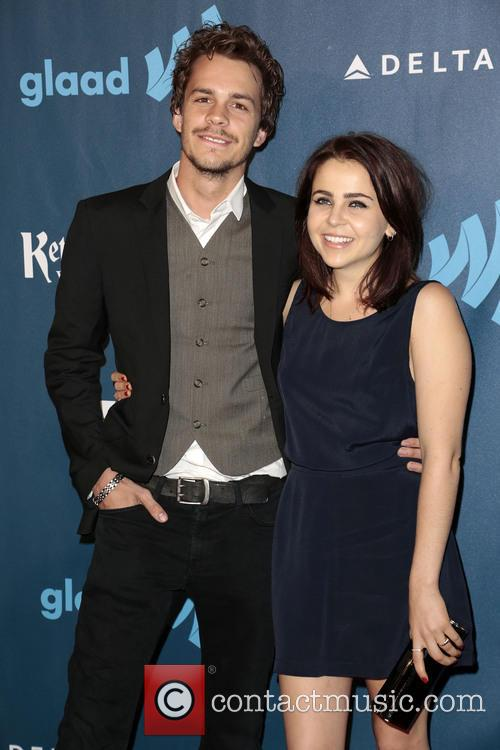 Johnny Simmons and Mae Whitman