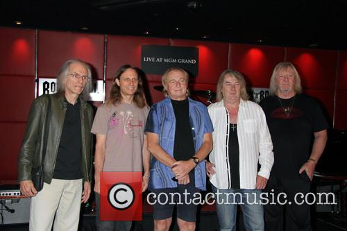 Yes Steve Howe, Jon Davison, Alan White, Geoff Downes and Chris Squires