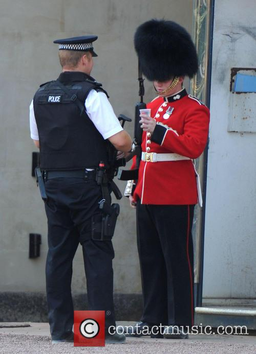 Buckingham Palace, Policeman and Royal Guard 1