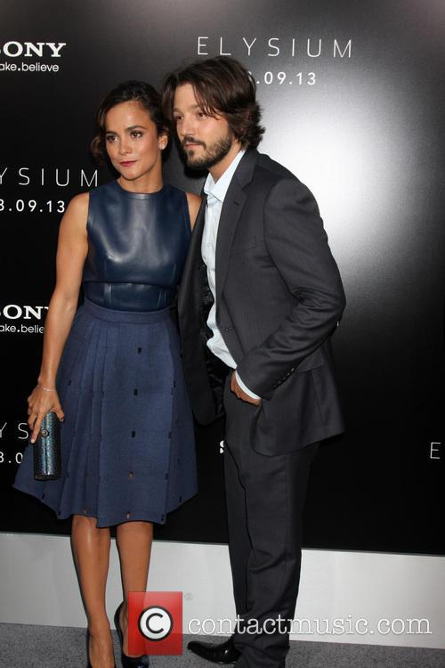 Alice Braga and Diego Luna